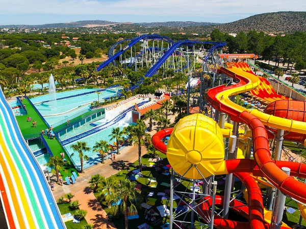 overzicht glijbanen Aquashow waterpark