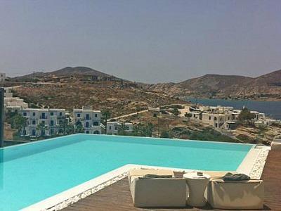 Senia Hotel Paros met kamers voor 4 personen