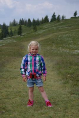 Sara tijdens een wandeltocht in de bergen!