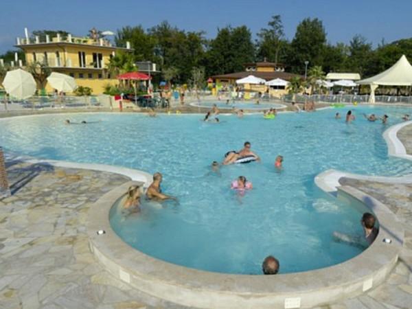 Zwembad van Camping Baia Verde