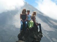 Poseren voor de Arenal vulkaan