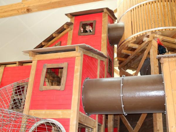 De overdekte speelhal van BelleVie farm: Lait's Play