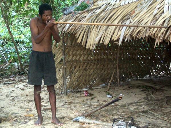 Blaaspijp schieten bij de Orang Asli