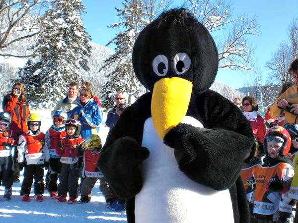 Mascotte Bobo de pinguin van de Kinderclub