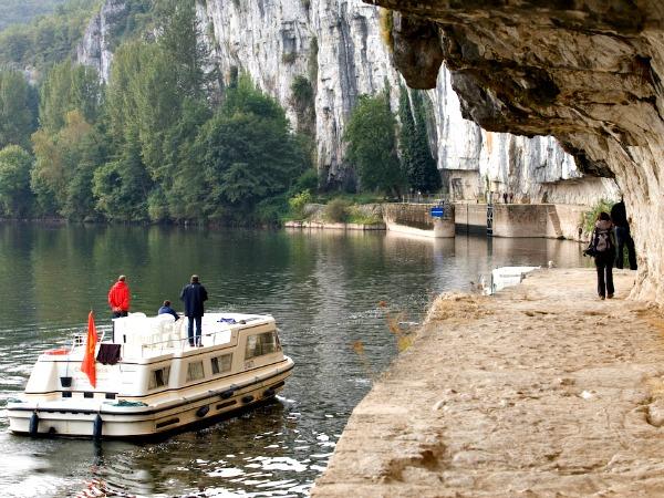 Maak een boottocht op de rivier de Lot