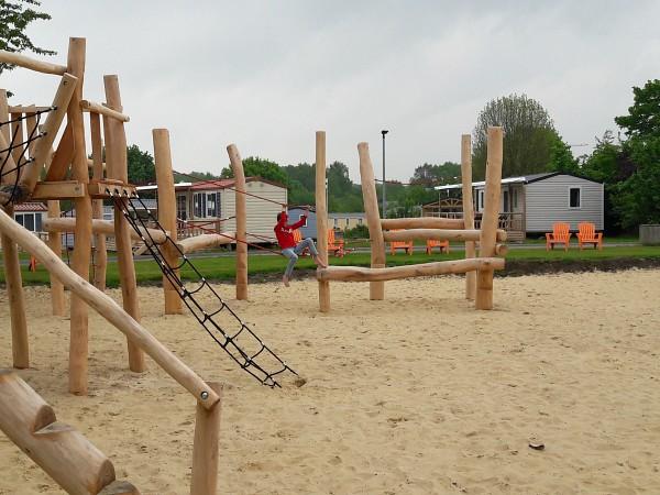 Spelen in de speeltuin bij Borken am See
