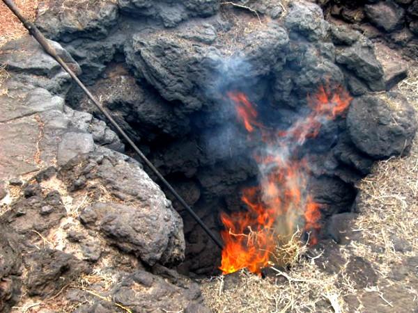 Op sommige plekjes op Lanzarote kan je nog brandend lava zien!