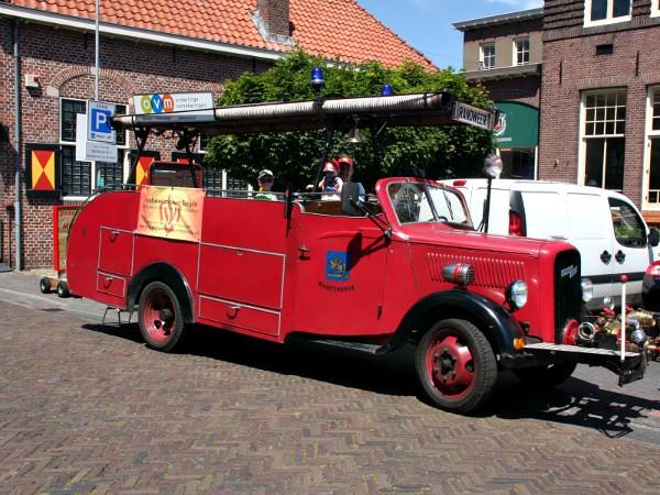 Een rondrit met een historische brandweerwagen