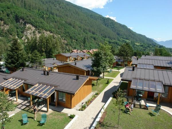 De bungalows bij Camping Dolomiti Village