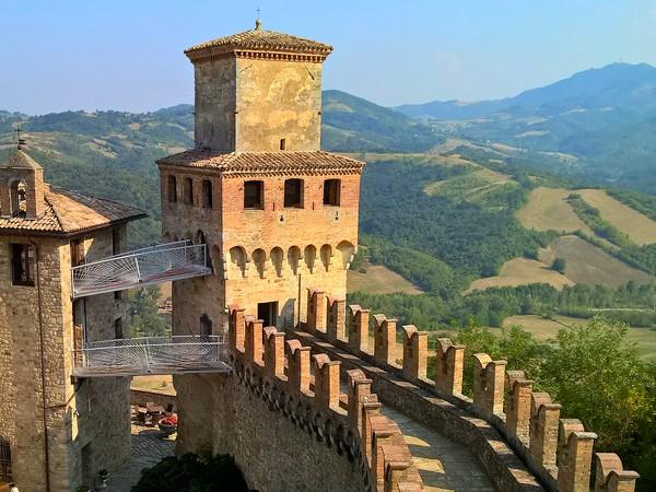Burcht Vigoleno in het prachtige landschap van Emilia Romagna