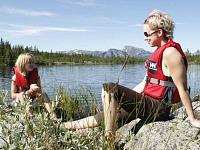 Genieten bij een Zweeds meer