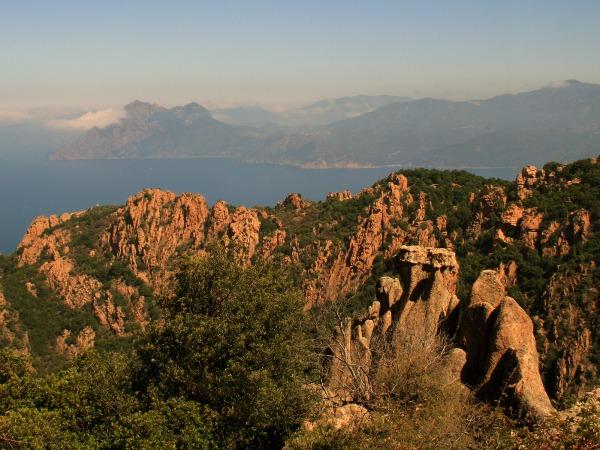De rode rotsen van Calanques de Piana