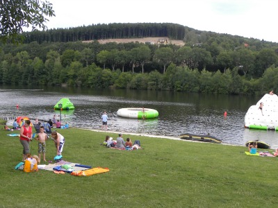 Zwemmen bij een camping in de Duitse Eifel