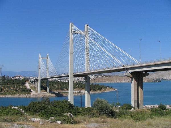 De Chalkida brug naar Evia