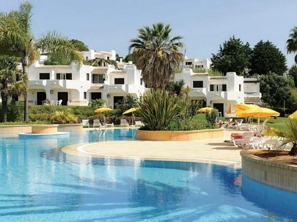 Zwembad en appartementen van Club Albufeira