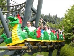 De drakenachtbaan in Legoland