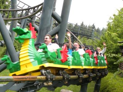 De Drakenachtbaan in Legoland Duitsland