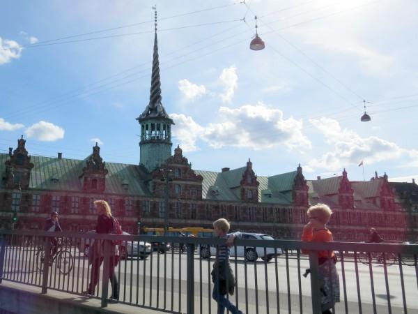 De toren van drakenstaarten bij Christiansborg Slot