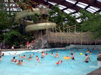 Golfslagbad in vakantiepark Huttenheugte