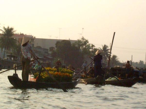 Drijvende markt in de Mekong Delta