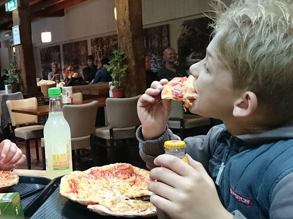 pizza eten in Duinrell