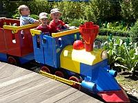 Zeb en Tycho in de kleine trein in Legoland Duitsland