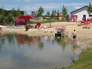 Het strandje bij Vakantiepark Legoland in Duitsland