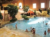 Zwembad bij Van der Valk Resort Linstow