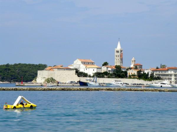 Het eiland Rab voor de Dalmatische kust