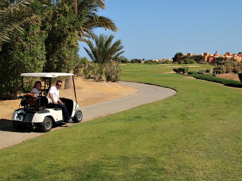 golfcar op golfbaan el gouna