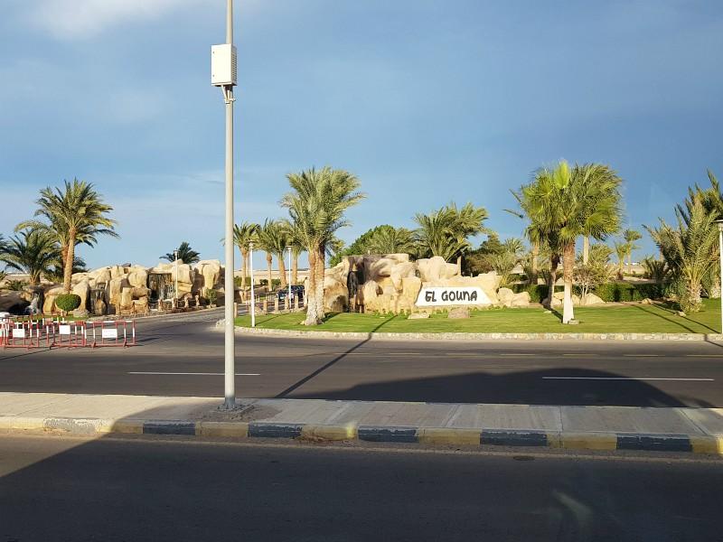 De ingang naar het stadje El Gouna