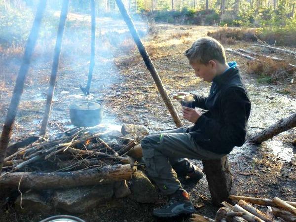 Je eigen eten maken op een kampvuur
