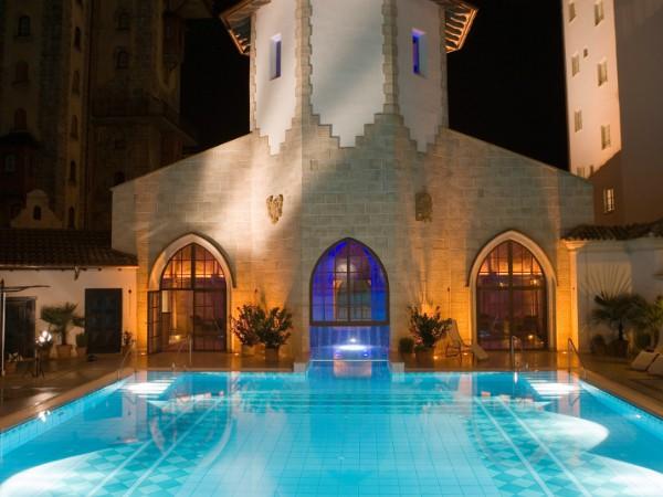 Zwembad bij Hotel Santa Isabel