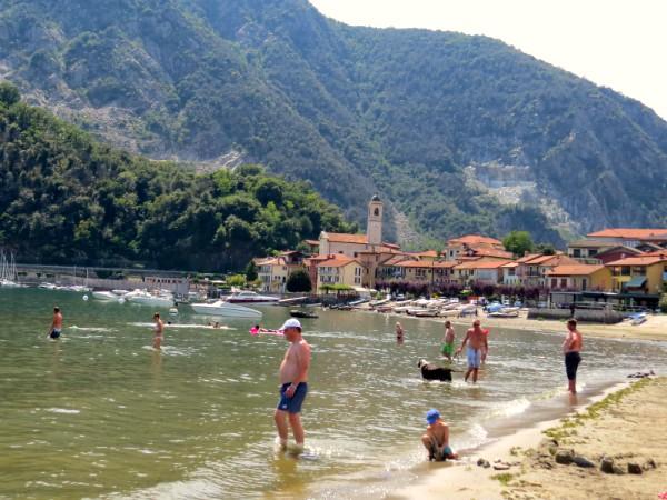 Strandje bij Feriolo aan Lago Maggiore