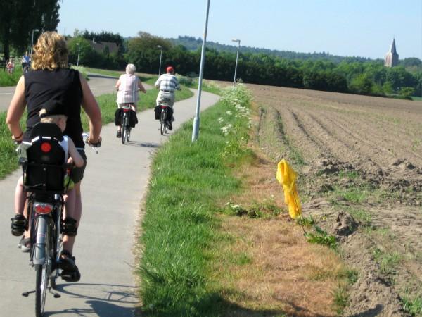 We fietsen één van de kinderroutes in de Achterhoek
