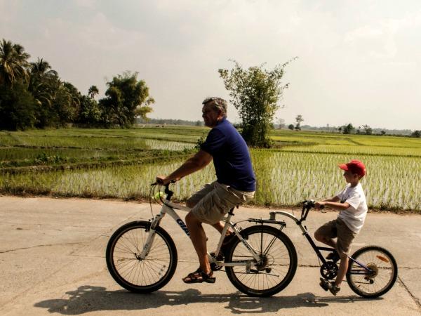 Op de fiets door de mooie Thaise omgeving