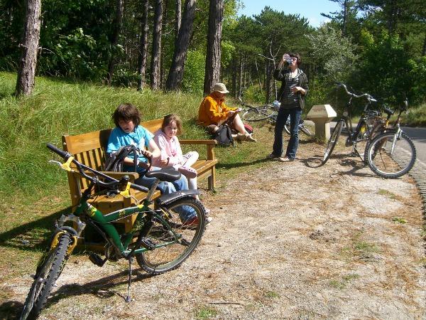 Even een pitstop tijdens het fietsen in de natuur van Vlieland