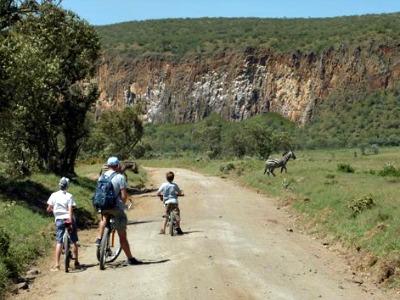 Fietsen tussen het wild in Kenia
