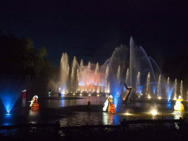 De prachtige fontein en lichtshow