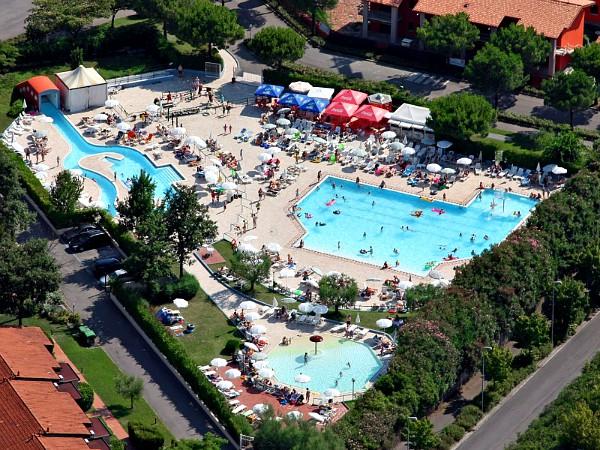 overzicht zwembaden Garda Village