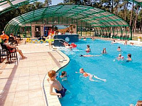 Zwembad bij Vakantiepark Arnhem