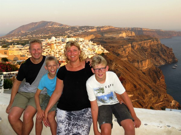 Poseren bij de prachtige uitzichten op Santorini
