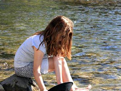 Bij Disentis kun je in het water naar goud zoeken!