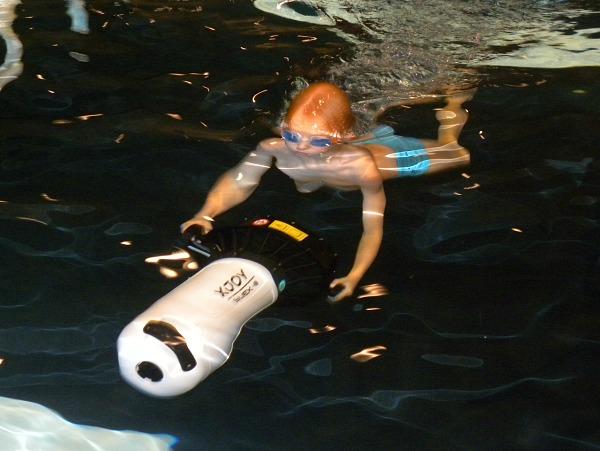 Tycho met een onderwaterscooter bij het Hof van Saksen