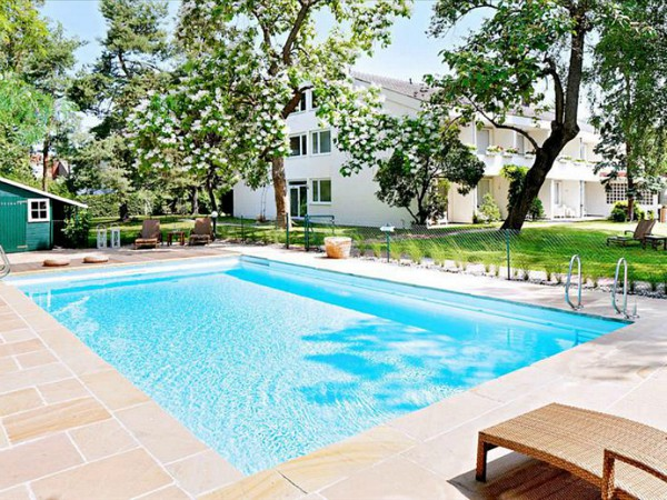 het zwembad van hotel Markushof