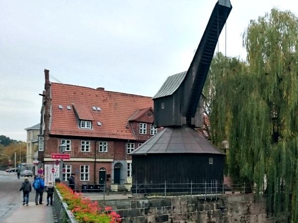 De oude houten hijskraan in Lüneburg