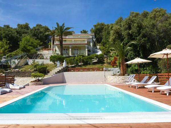 Zwembad bij Huize Athina op Corfu