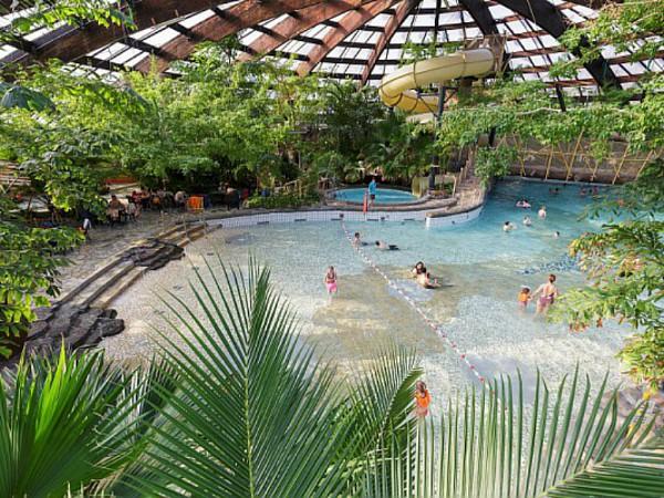 Zwembad van de Huttenheugte