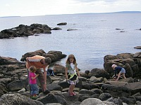 struinen over de rotsen in Ierland