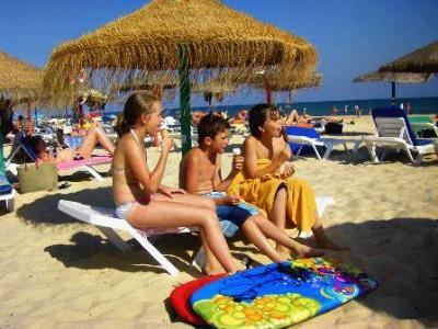 De kids gaan voordelig mee naar Portugal